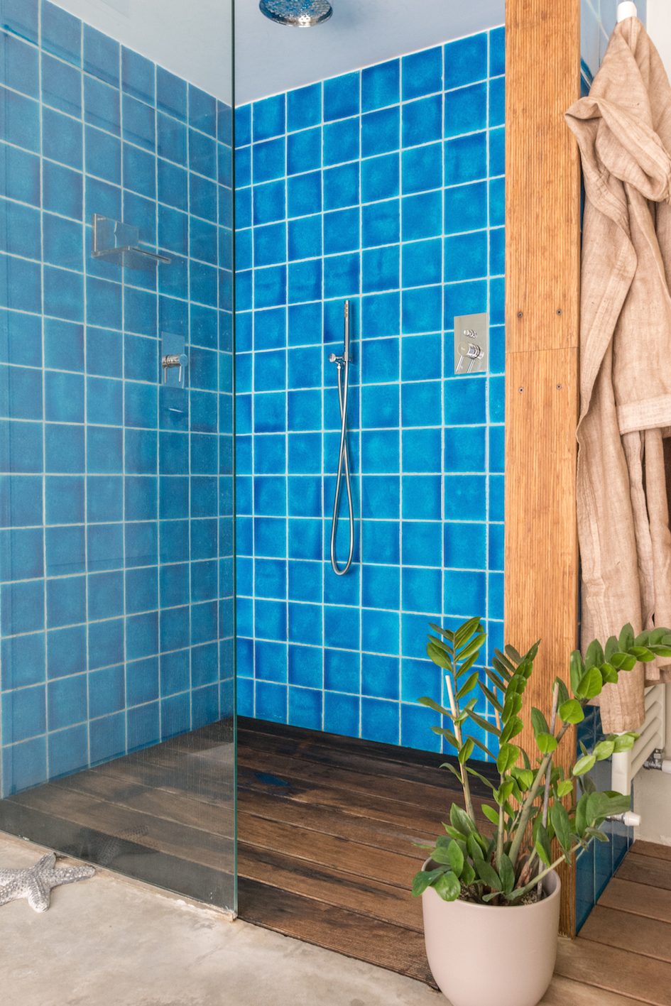 bagno bathroom doccia shower blu blue wood interiors decor homestaging mirna casadei interiors real estate home vendo casa annunci immobiliare-8346.jpg